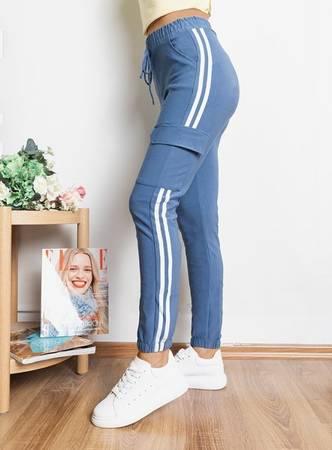 Голубые женские спортивные штаны с лампасами