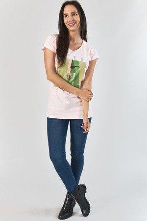 Светло-розовая женская футболка с принтом - Одежда