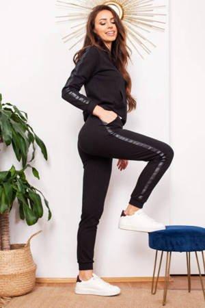Черный женский спортивный костюм с полосками - Одежда