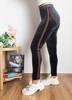 Серые женские леггинсы в полоску - Одежда
