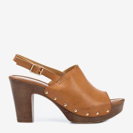 Світло-коричневі босоніжки на вищому пості Madella - Взуття 1