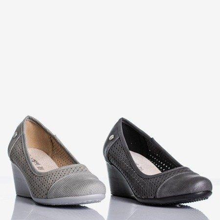 Світло-сірі підбори на танкетці з ажурною обробкою Poliassa - Взуття