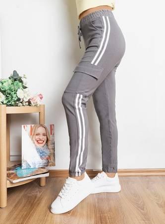 Сірі жіночі спортивні штани з лампасами