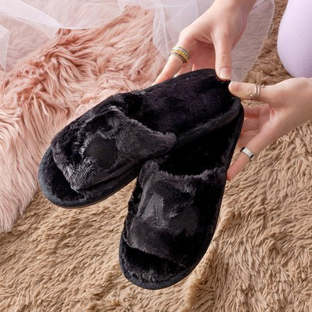 Чорні жіночі тапочки з хутром Wortan - Взуття