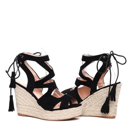 Czarne sandałki na koturnie - Obuwie