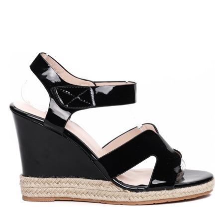 Czarne sandałki na koturnie Virginia- Obuwie