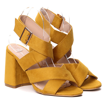 Żółte sandałki na słupku- Obuwie